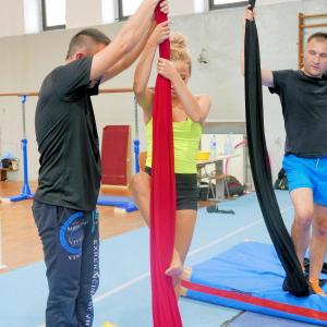 Akrobatyka na powietrznych szarfach i kołach dla dorosłych Katowice (10) (Copy)