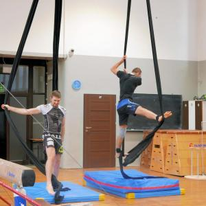 Akrobatyka na powietrznych szarfach i kołach dla dorosłych Katowice (12) (Copy)