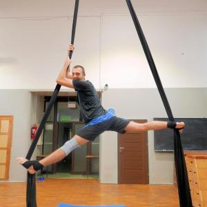 Akrobatyka na powietrznych szarfach i kołach dla dorosłych Katowice (14) (Copy)