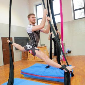 Akrobatyka na powietrznych szarfach i kołach dla dorosłych Katowice (17) (Copy)