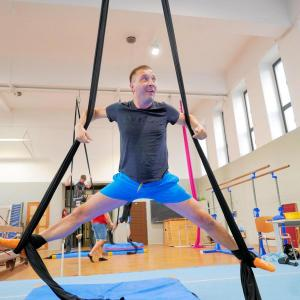 Akrobatyka na powietrznych szarfach i kołach dla dorosłych Katowice (19) (Copy)