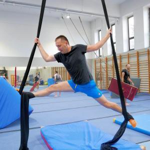 Akrobatyka na powietrznych szarfach i kołach dla dorosłych Katowice (7) (Copy)