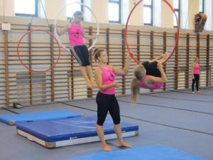 Akrobatyka na powietrznych szarfach i kołach dla dzieci Katowice  (10) (Copy)